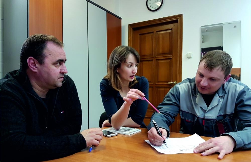 Андрей Логинов, консультант по бережливому производству и специалисты завода