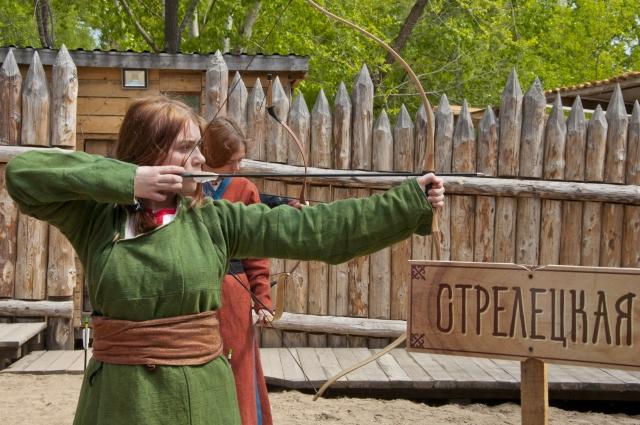 В историческом клубе научат стрелять из лука.