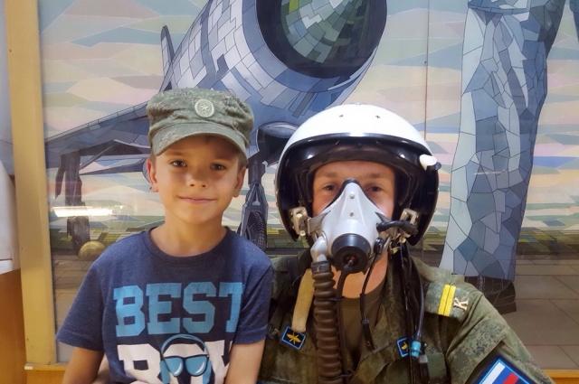 Михаил Еманов с сыном Кириллом.