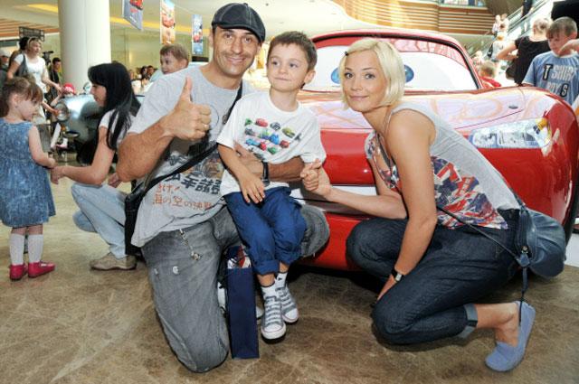 Стас и Юлия Костюшкины с сыном Богданом. 2011 год