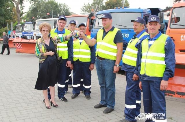 Новую коммунальную технику получили Таганрог и Новочеркасск.