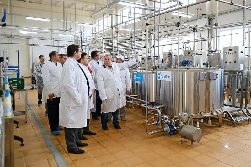 Молочный цех в Смоленском районеВ рамках рабочего визита в муниципалитет Алексей Островский ознакомился с итогами реализации инвестиционного проекта по созданию молокоперерабатывающего цеха.