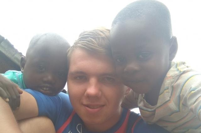 Кенийские дети успели привязаться к доброму улыбчивому россиянину.
