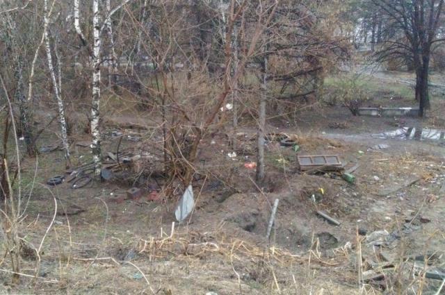 В Новосибирске встречаются также навалы мусора, от свалок они отличаются меньшими размерами.