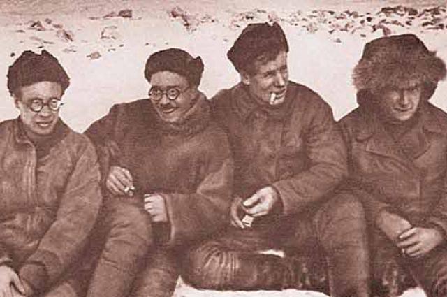 Участники экспедиции 1930—1932 гг.: Н. Н. Урванцев, Г. А. Ушаков, С. П. Журавлёв, В. В. Ходов.