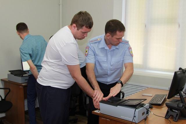 Дактилоскопия — электронные отпечатки рук и ладоней.