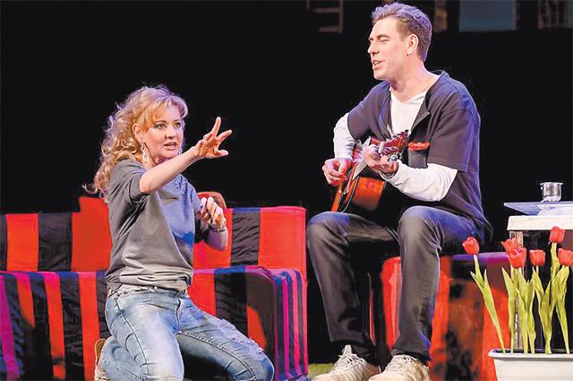 В спектакле Андрея Житинкина «Свободная любовь» с партнёром Дмитрием Дюжевым.