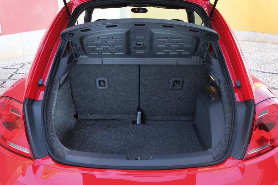 На большинстве новых автомобилей предусмотрены дополнительные скобы для третьей точки крепления