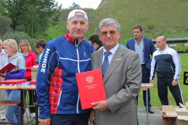 Сергей Локтев (слева) и четырехкратный Олимпийский чемпион Александр Тихонов