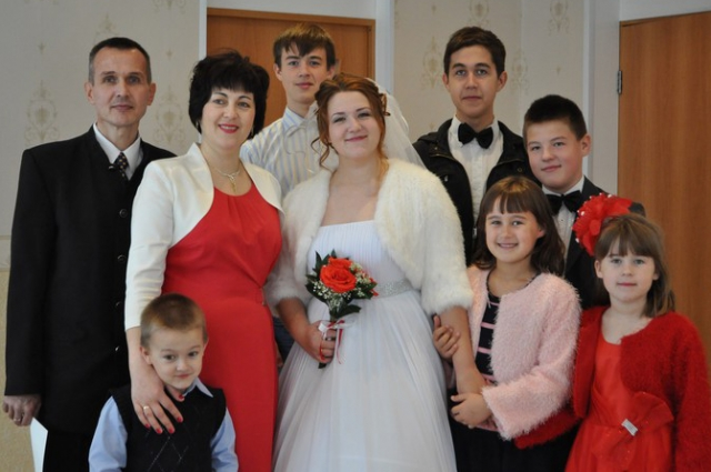 На свадьбе старшей дочери.