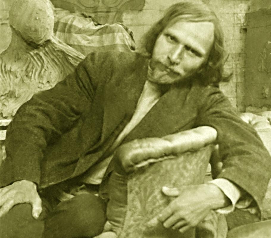 Степан Эрьзя в своей мастерской в Москве 1916 - 1917 годы.