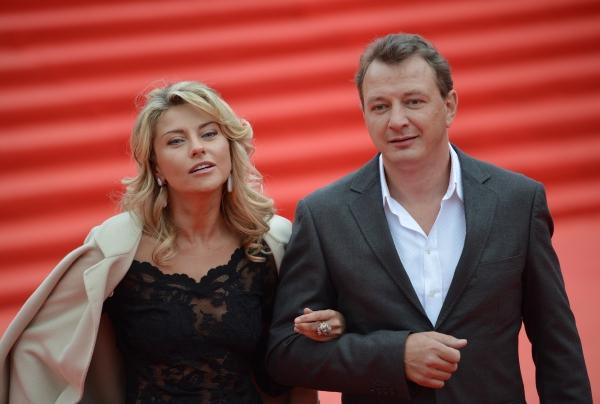 Актер Марат Башаров с супругой