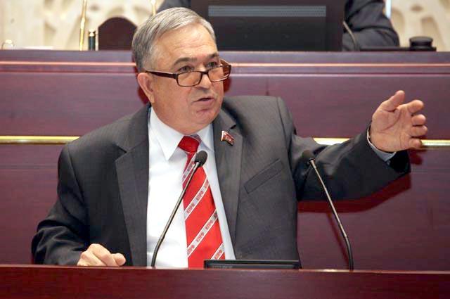 Хафиз Миргалимов получает зарплату за работу депутатов.