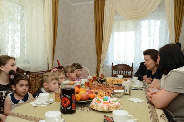 В гости к Полуяновым приходила глава региона Наталья Комарова