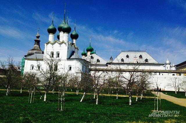 Митрополичий сад в Ростове Великом