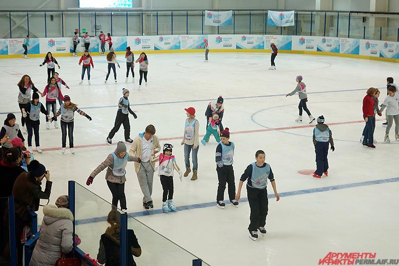 Мастер-классы проходили на большой ледовой арене в спортивном комплексе «Победа».