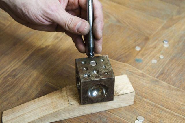 Анка с пунзелями - инструмент  создания держателей для камней.