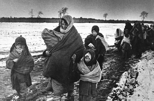 Беженцы шли, в чем застала их война.