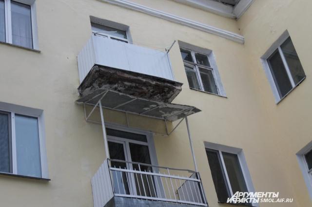 Больше всего претензий у жильцов - к балконам.