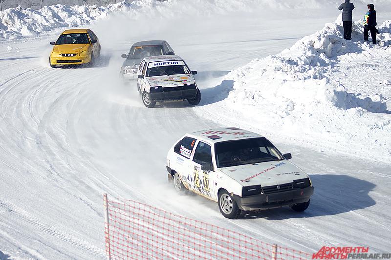 Завершающий этап состоялся в холодную и солнечную погоду на стадионе «Локомотив».