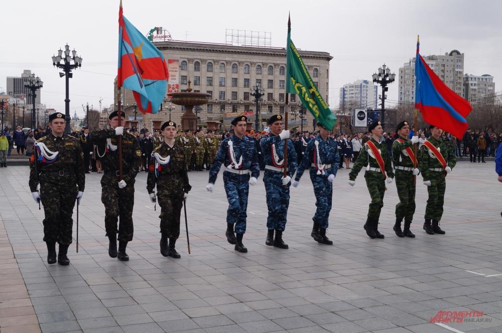 На площади им. Ленина больше часа звучала духовая, классическая и современная музыка.