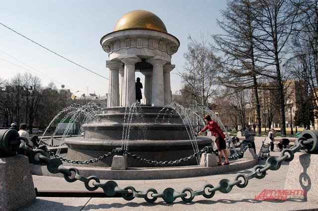 Фонтан «Пушкин и Натали» у Никитских ворот.