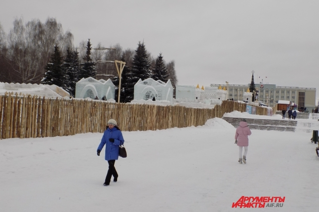 Александр Бречалов раскритиковал власти Ижевска за плохую подготовку Центральной площади к новогодним праздникам.