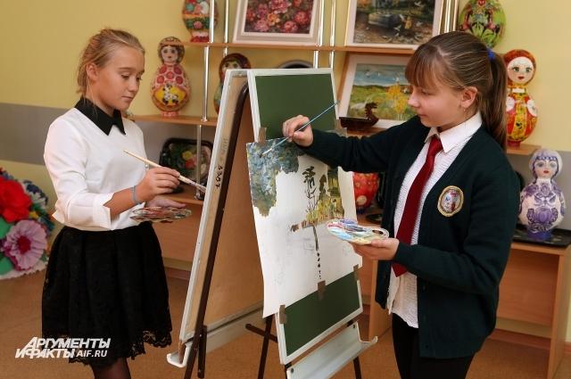 В изостудии раскрывают таланты юных художников.