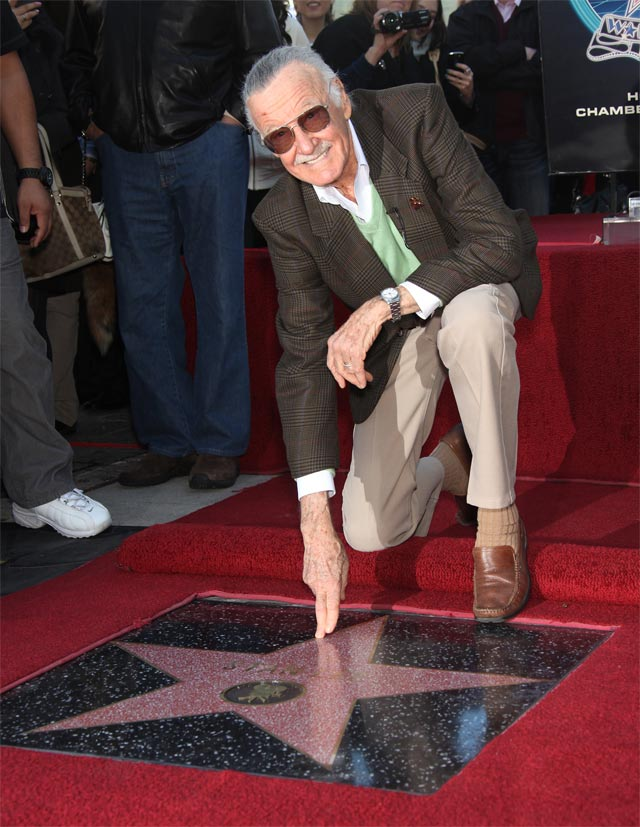 4 января 2011 г. Голливуд. Стэн Ли получает звёзду на Аллее славы.