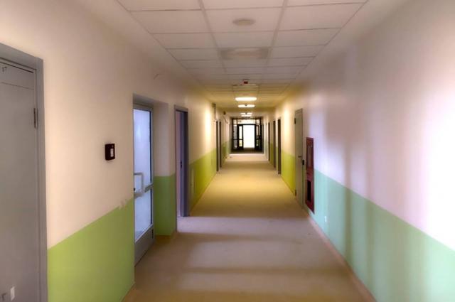 На сегодняшний день под монтаж медицинского оборудования и пуско-наладочные работы передано 340 помещений в корпусах перинатального центра