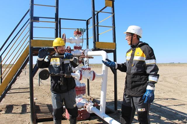 Пробурено более двух тысяч нефтяных и газовых скважин.