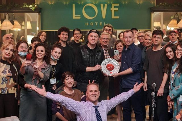 Съёмочная группа комедии «Love».