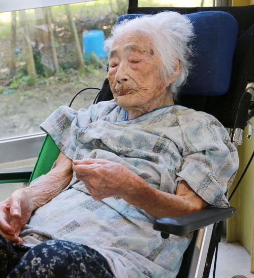 Японская долгожительница Наби Тадзима.