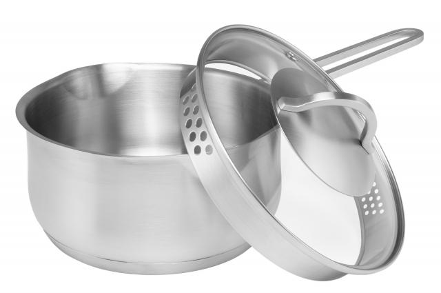 Уникальность коллекции посуды Solid — в эксклюзивном итальянском дизайне дна с прослойкой из алюминия по технологии IMPACT.
