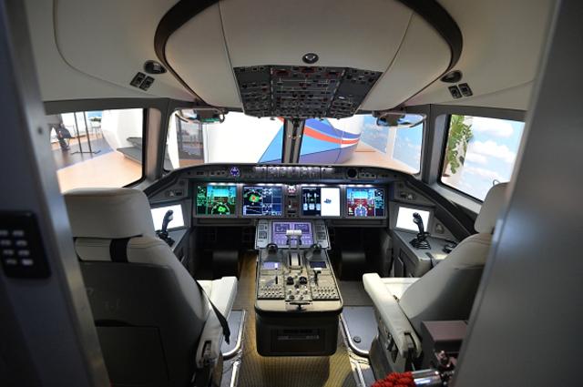 Кабина самолета Иркут МС-21 ( Магистральный Самолет XXI века ), представленного на Международном авиационно-космическом салоне Фарнборо-2014