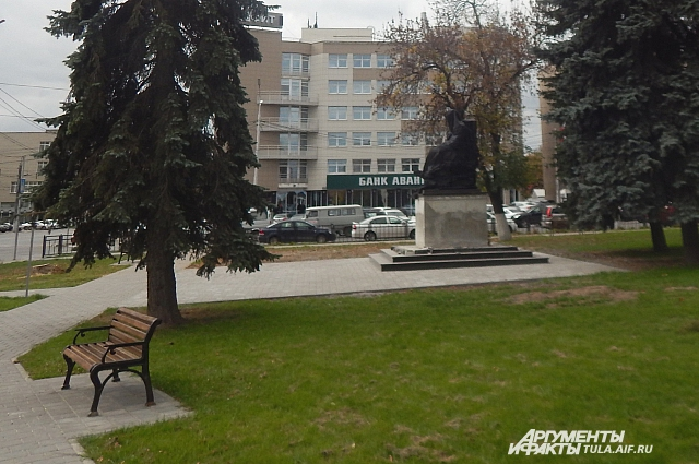 Памятник Глебу Успенскому.
