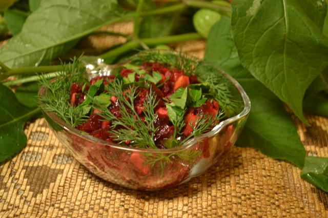Для праздничного стола астролог рекомендует овощные салаты и травяной чай.