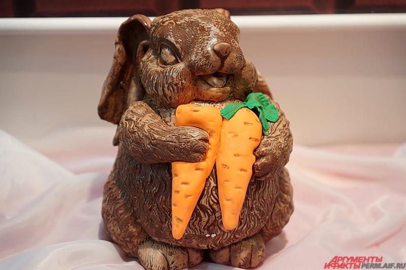 Всего на выставке представлены более 200 сладких скульптур.