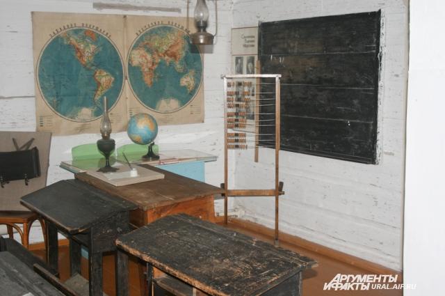 За такими партами обучались грамоте деревенские дети в начале 30-х годов прошлого века.