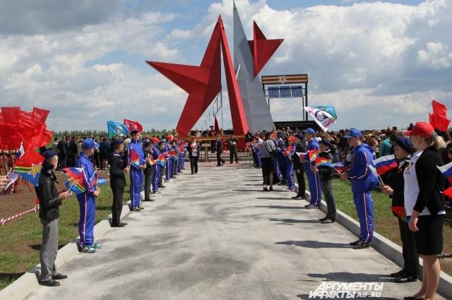Близ села Куйбышево Ростовской области 16 мая 2015 года торжественно открыли памятник освободителям «Миус-фронта».