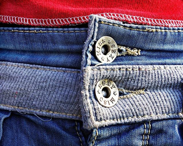 Джинсы - самые неприхотливые «постояльцы» вашего шкафа.