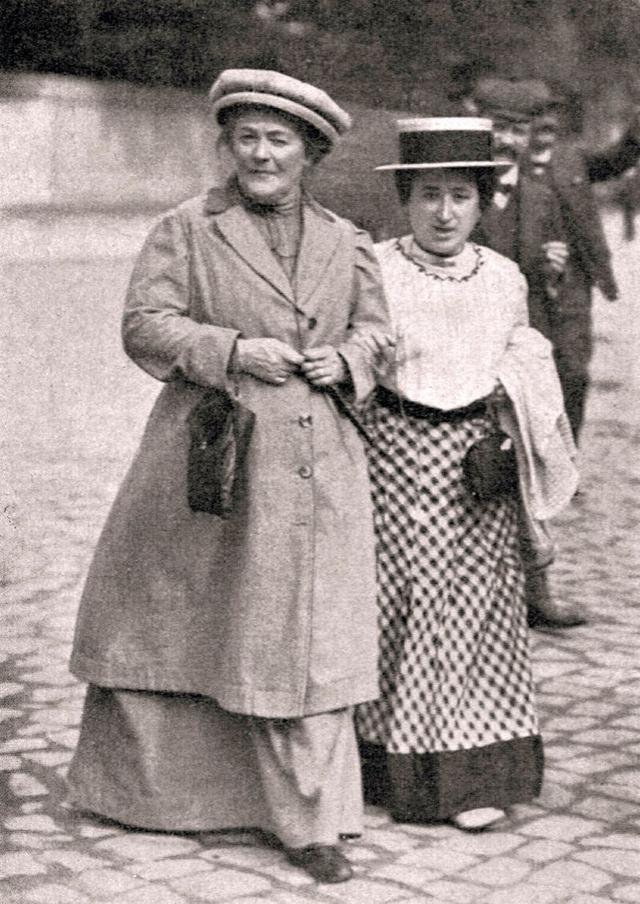 Роза Люксембург (справа) и Клара Цеткин, 1910 год.