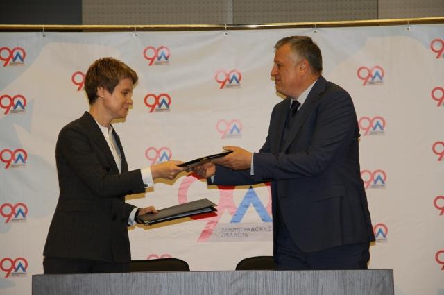 Александр Дрозденко и руководитель фонда «Талант и успех» Елена Шмелева подписали документ, который поможет выявлять и развивать талантливых детей в 47-м регионе.