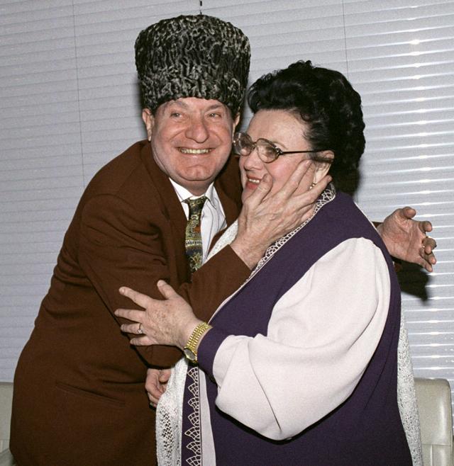 Махмуд Эсамбаев и певица Людмила Зыкина. 1995 год.