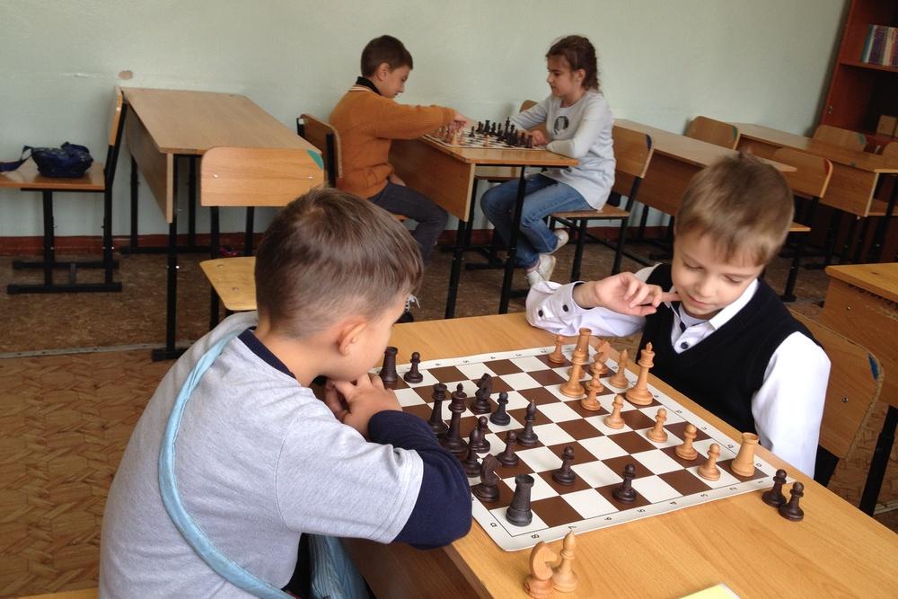 Не одни компьютеры, но и шахматы о стратегии думать помогают.