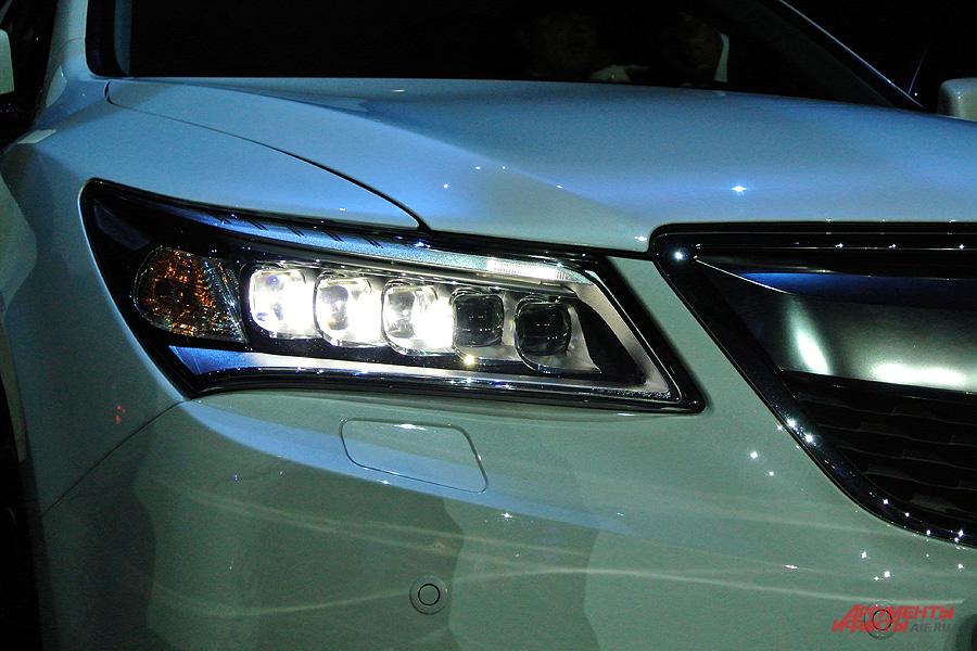 Фары MDX полностью оборудованы диодной оптикой LED
