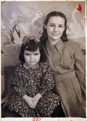 Ниночка Костырёва с мамой.