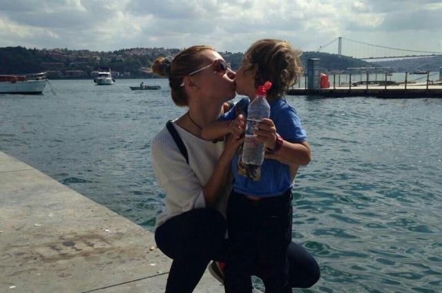 Маргарита со своим младшим сыном, рожденным в турецком браке.
