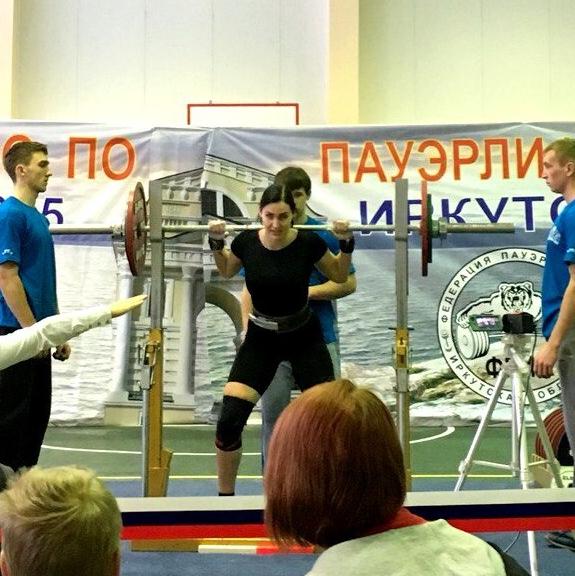 Занятие пауэрлифтингом помогает иркутянке в танцах.