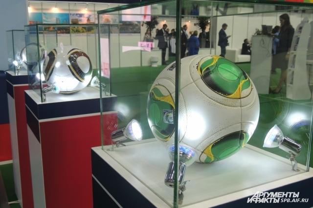 В Петербурге идет подготовка к двум международным футбольным турнирам.